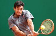 Garin hoy le ganó a Tsisipas, pero mañana lo enfrenta en singles