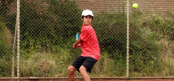 El Internacional Tenis Junior UC avanza con locales en carrera