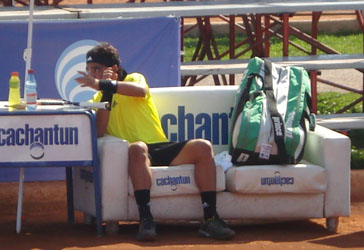 Rivera avanza a segunda ronda en Argentina