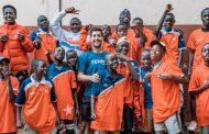 Tras su retiro del tenis: Hans Podlipnik forma parte de noble iniciativa con niños de Uganda