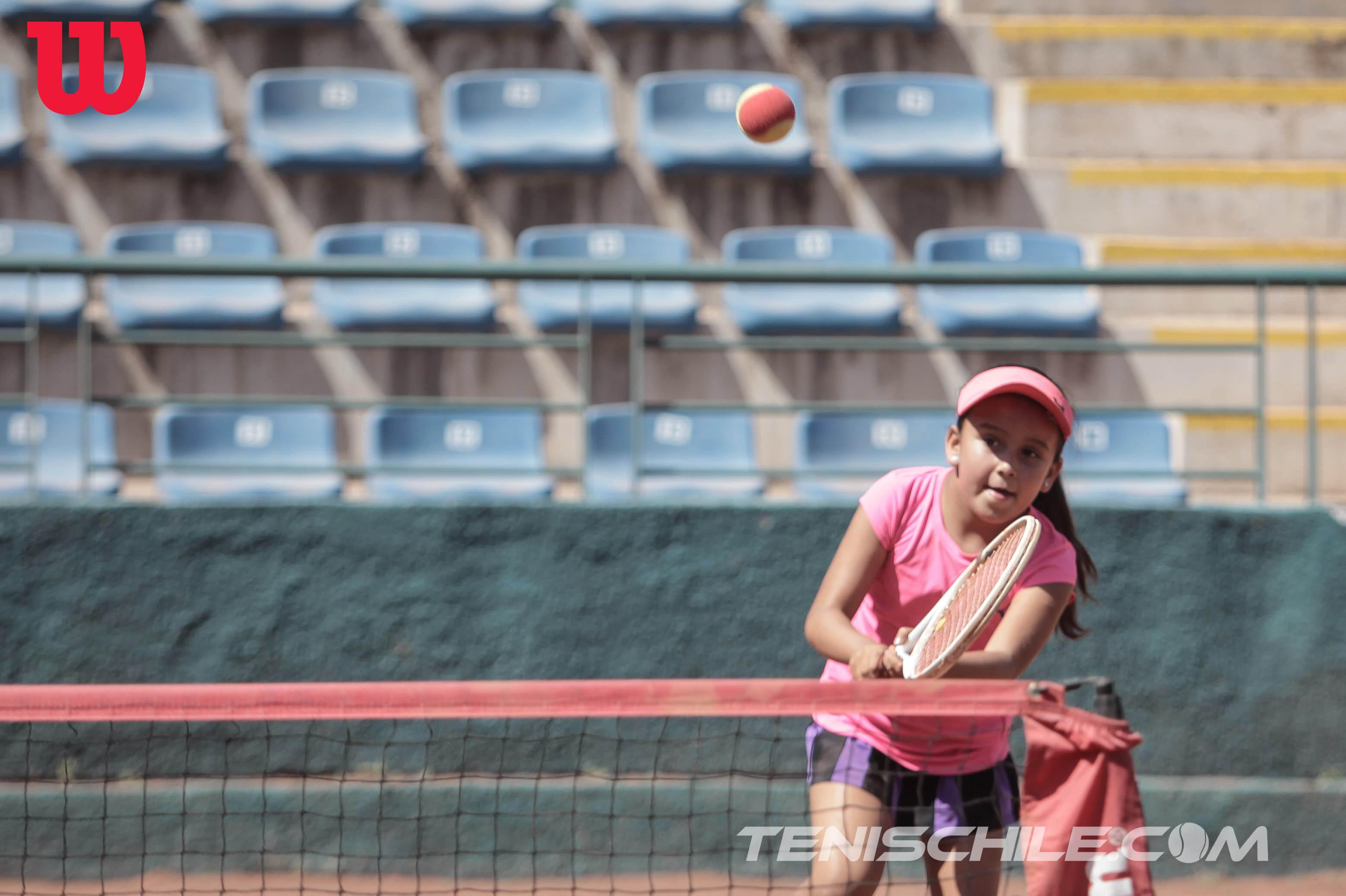 Josefa Acuña: Dos títulos seguidos y líder absoluta en cancha roja