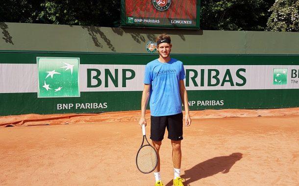 Jarry va cercano a las 7 de la mañana en segunda ronda de la qualy en Roland Garros
