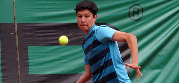 Piero Fernández arrancó la Gira Europea con traspié en singles y triunfo en dobles
